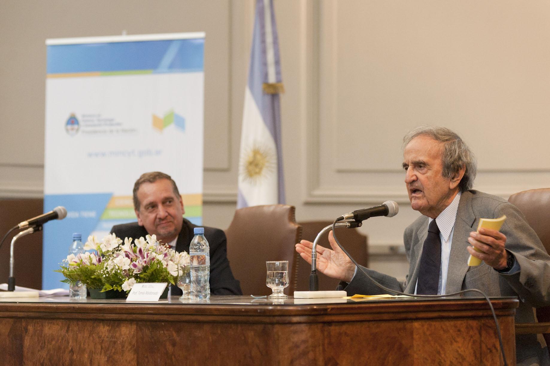 Conferencia magistral de Tomás Maldonado