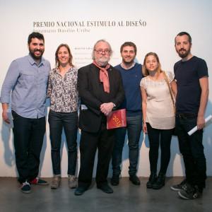 Los participantes del Premio con el presidente de la Academia, Ricardo Blanco